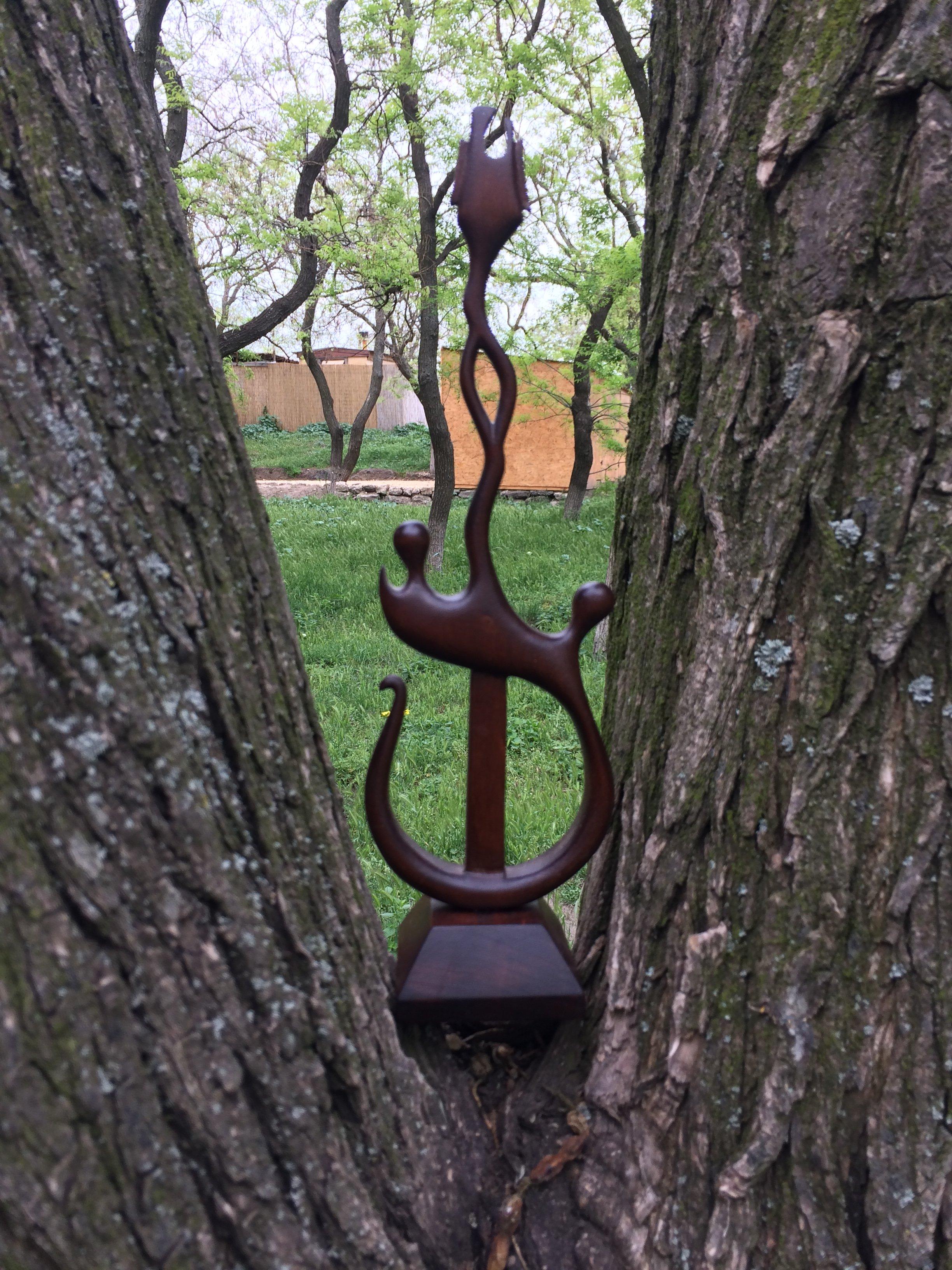 Статуэтки ручной работы из разных пород дерева